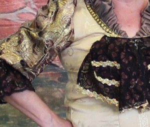 Vrouw van adel - creme:goud:bruin - 1 - _3797